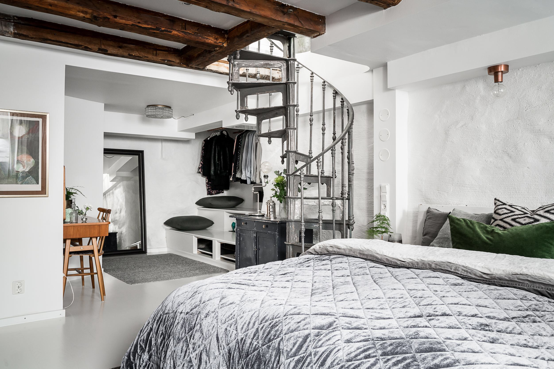 спальня винтовая лестница