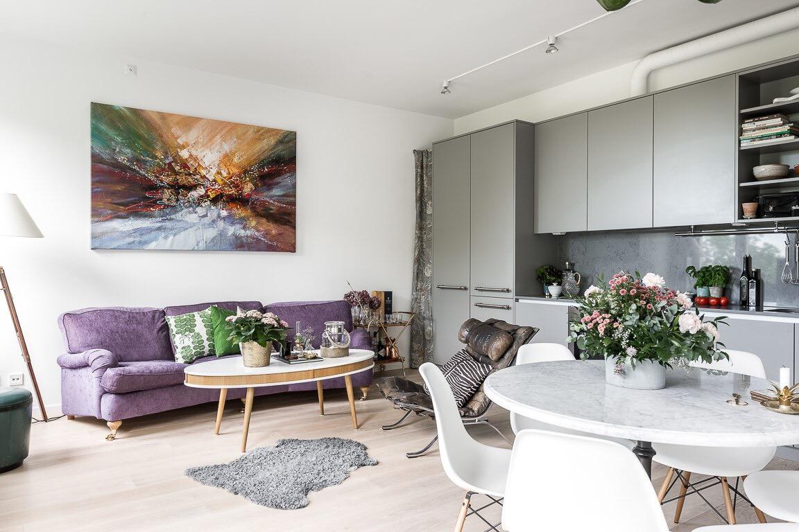гостиная кухня диван кресло шкура столик