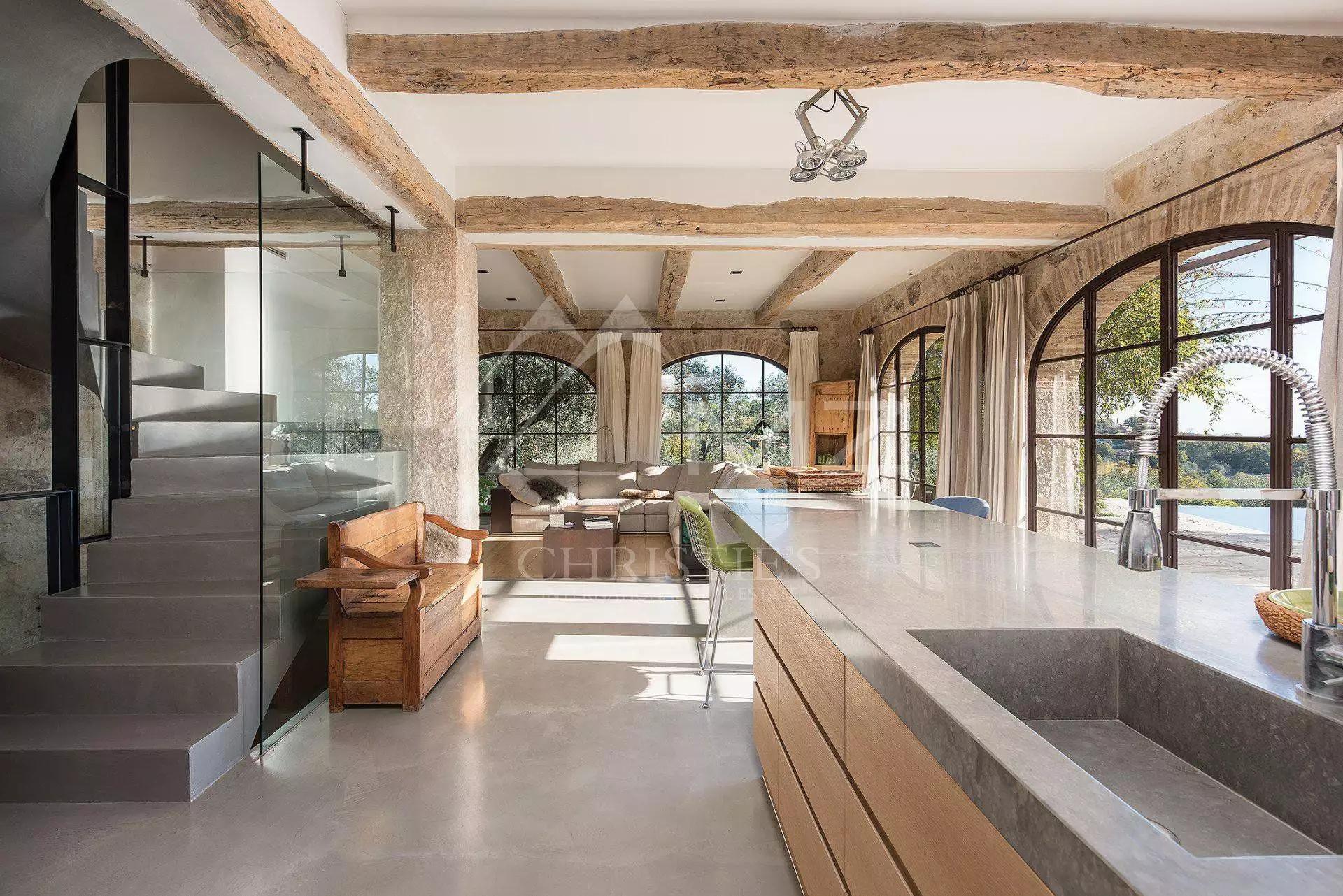 лестница балки кухня гостиная