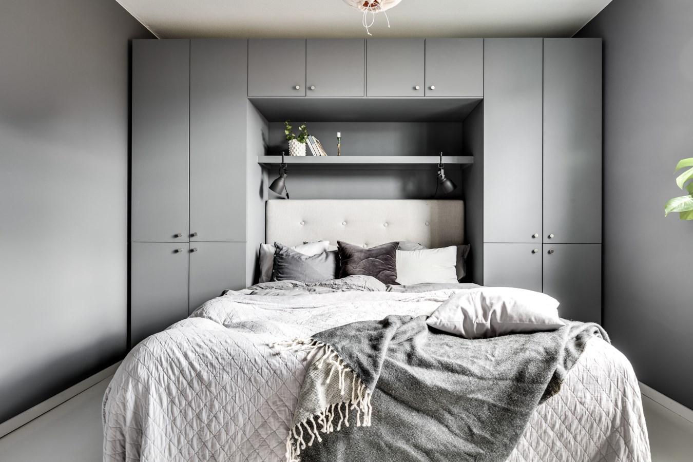 спальня кровать изголовье шкаф полки