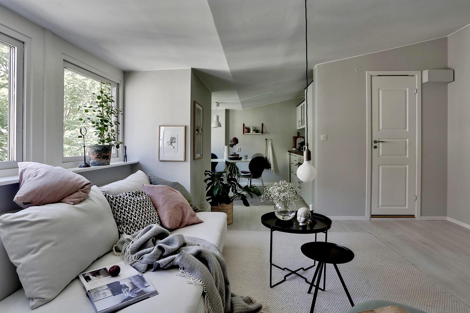 гостиная кухня диван подушки