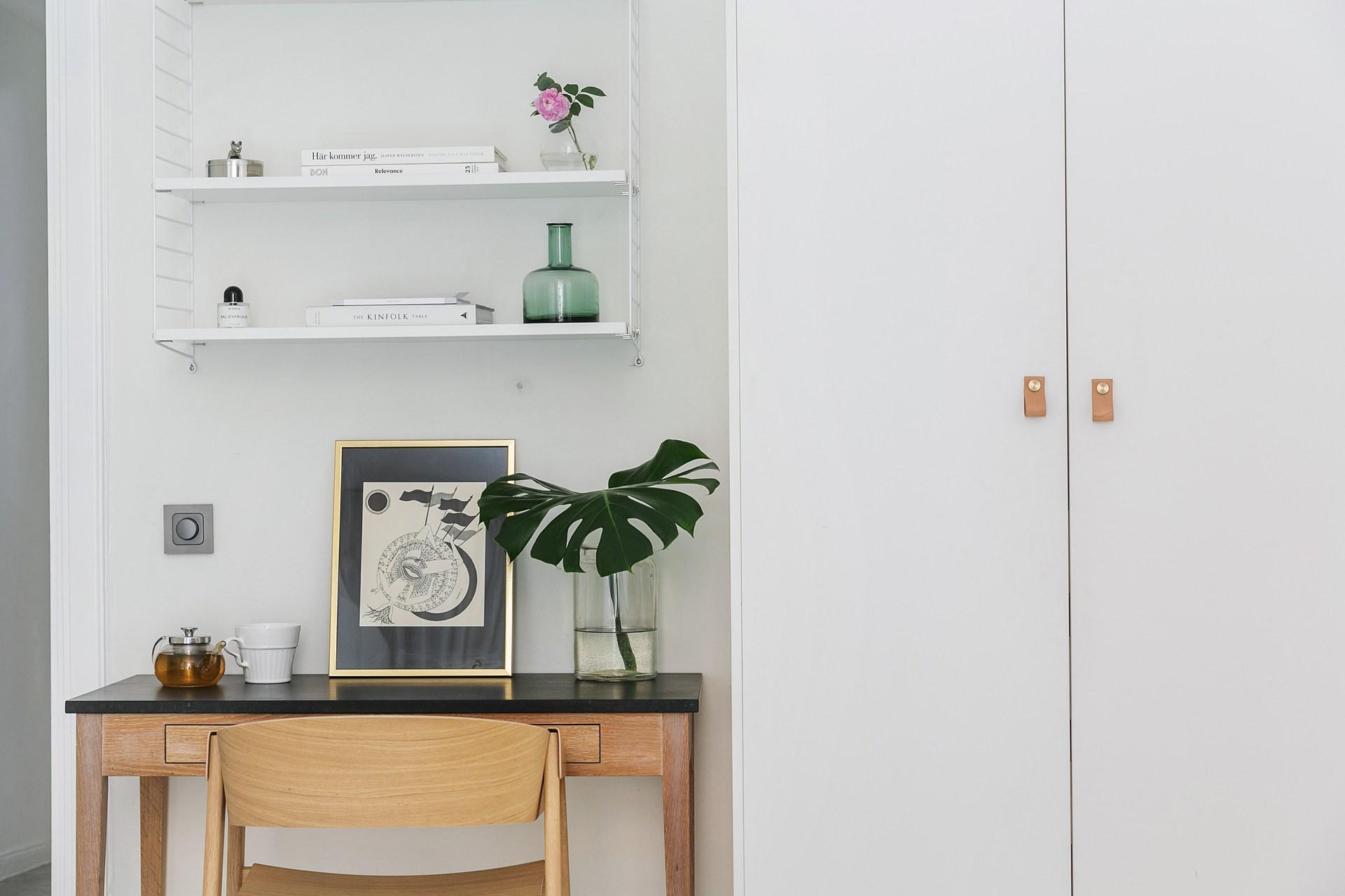 спальня столик кресло шкаф