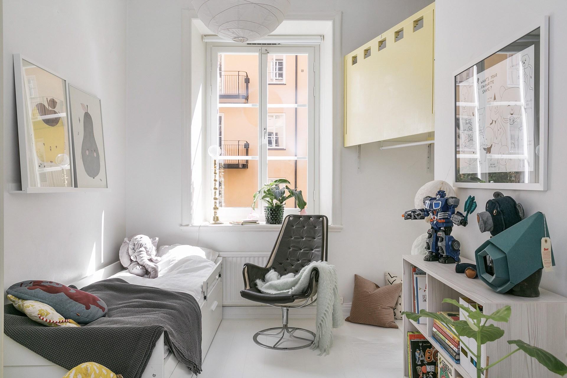 детская комната кровать стеллаж