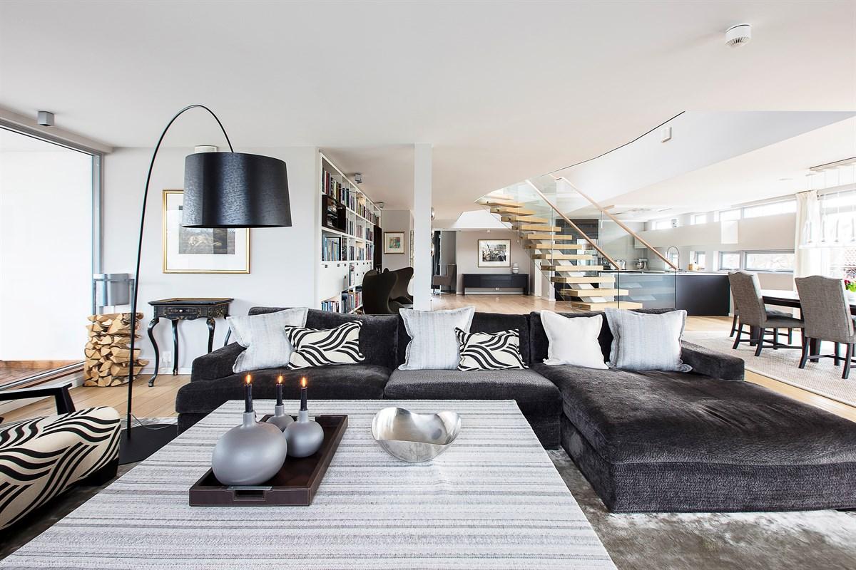 гостиная диван торшер столик лестница