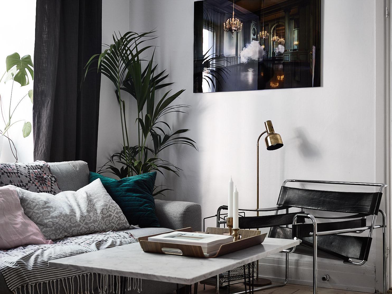 диван подушки столик поднос подсвечник кресло цветок