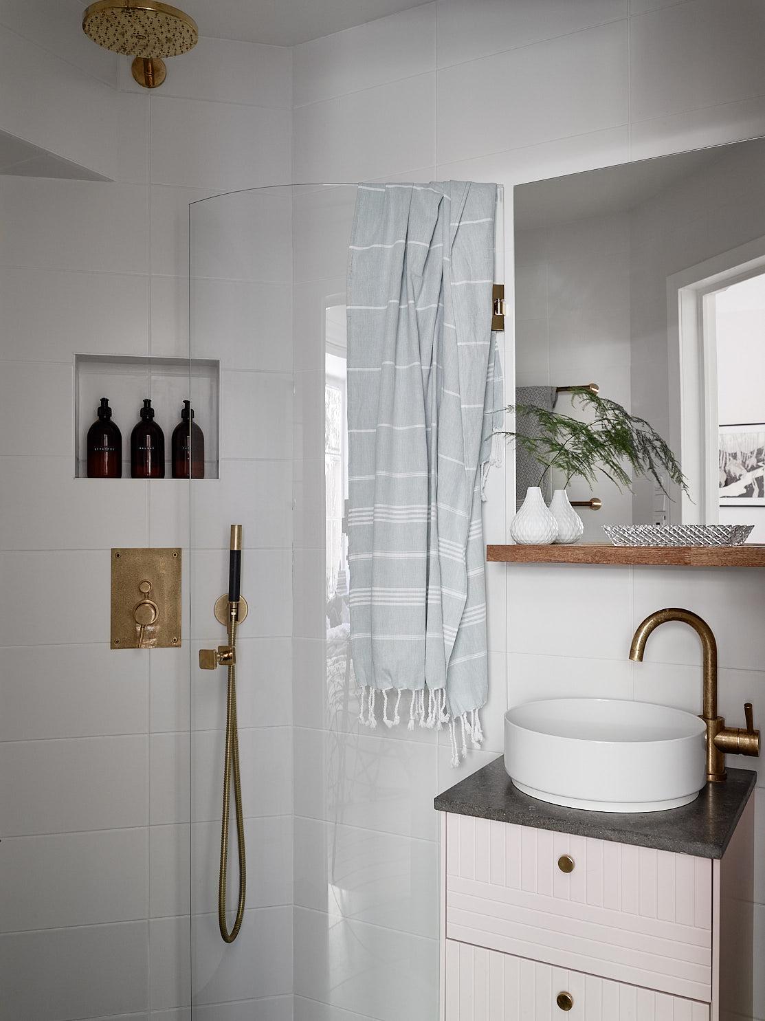 санузел раковина зеркало душ