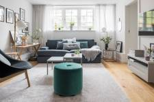 гостиная диван окно