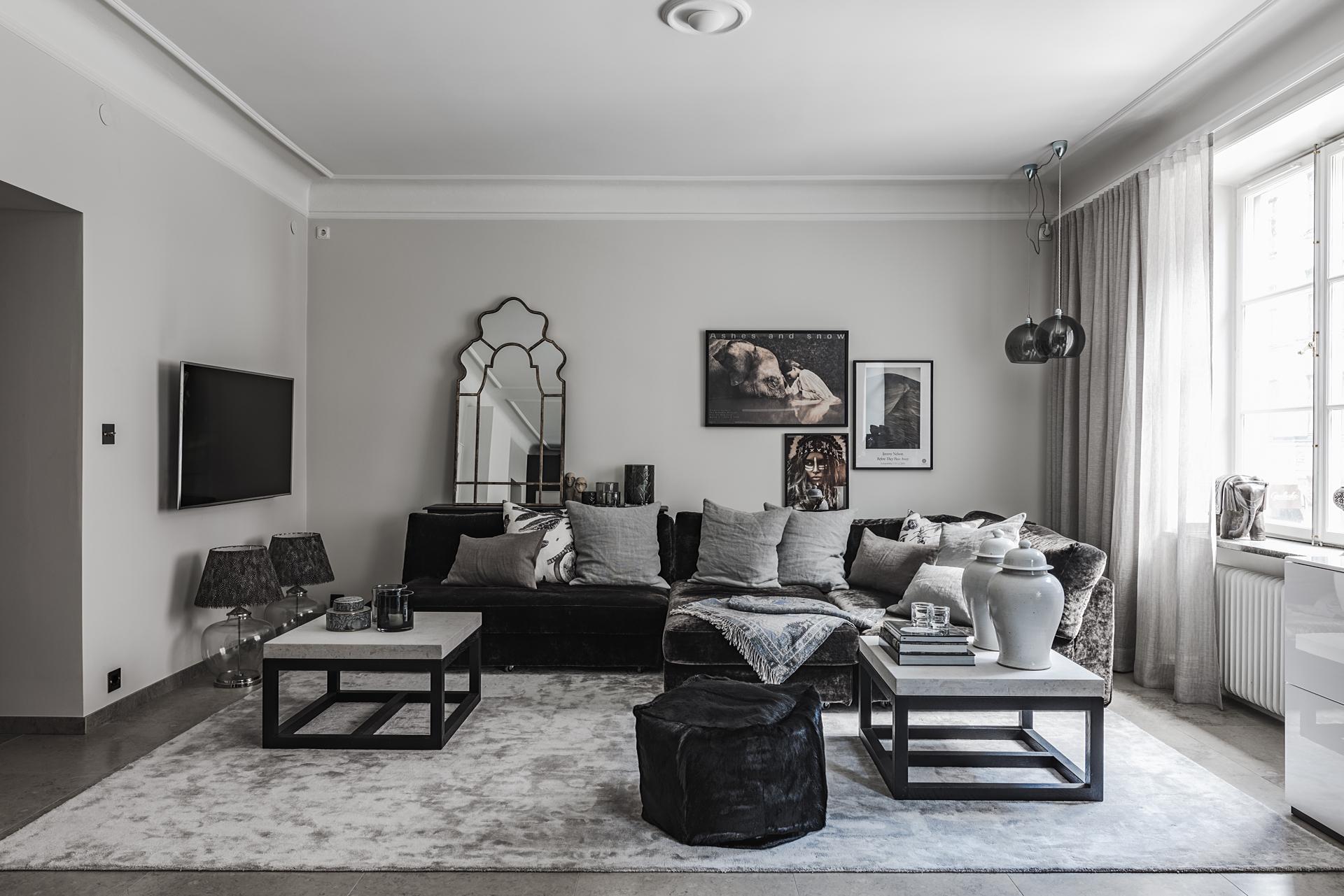 гостиная диван подушки ковер пуф столики