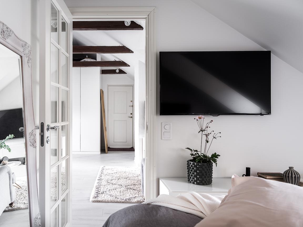спальня телевизор напольное зеркало
