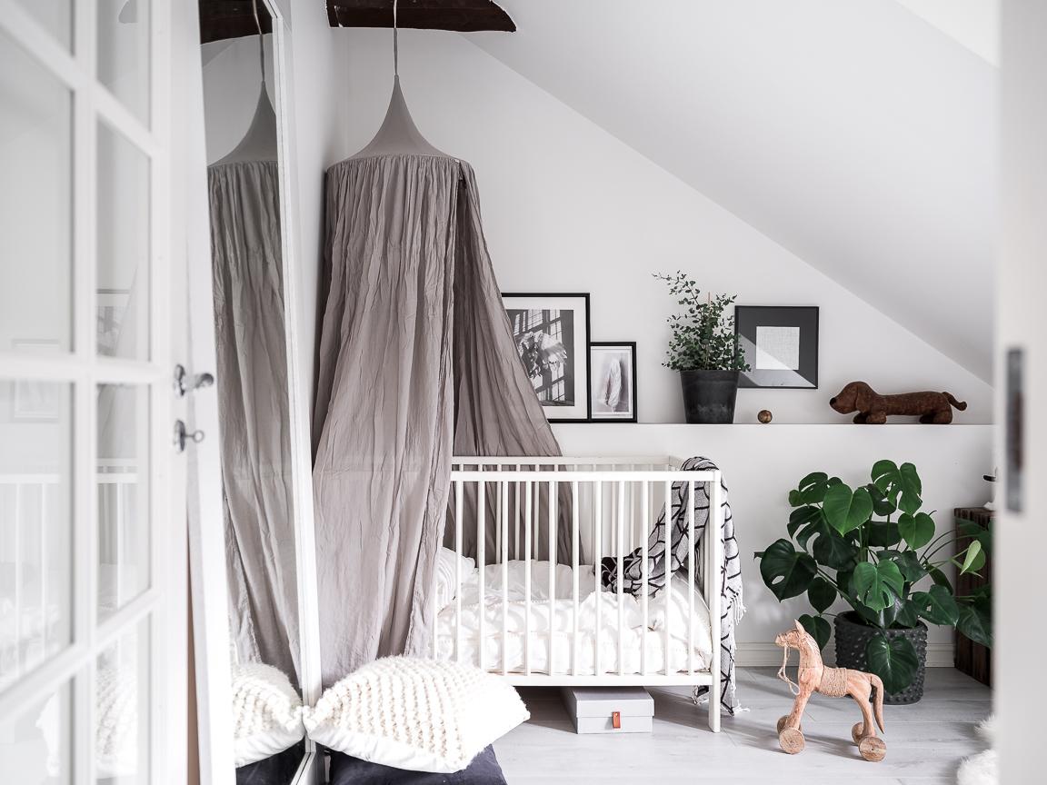 мансарда детская комната кровать полог балдахин