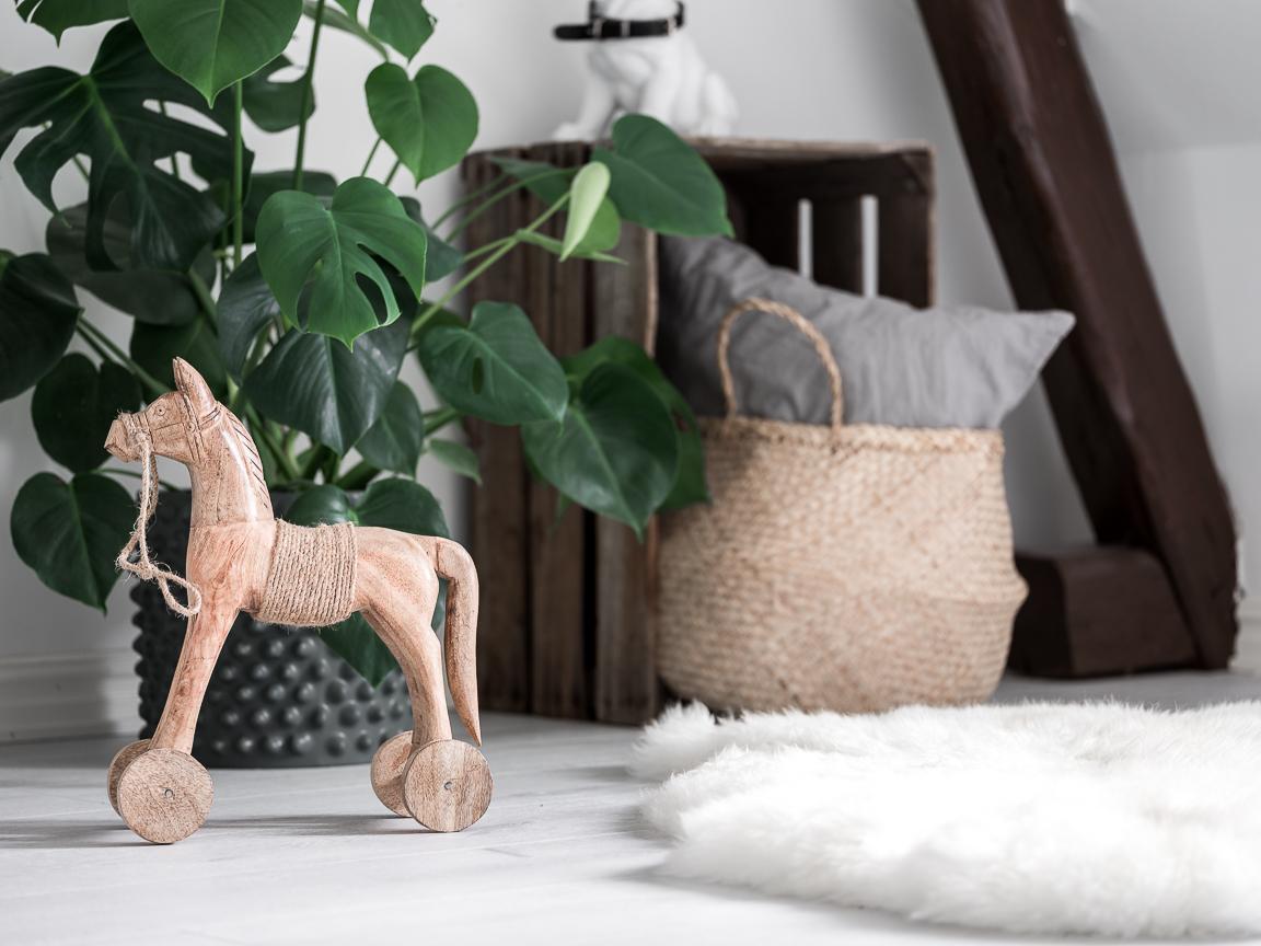 игрушечная лошадка плетеная корзина цветок детская комната