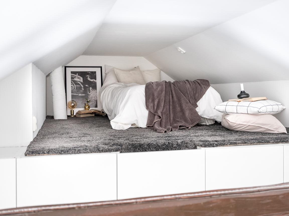 спальня антресоли кровать