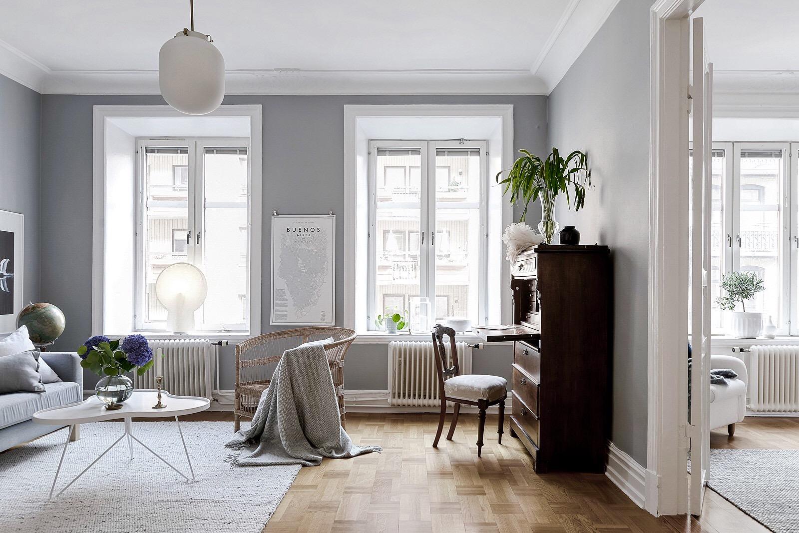 гостиная окно комод стул кресло диван ковер