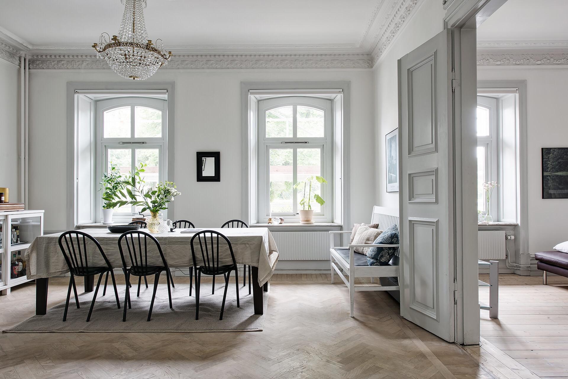 стол стул скамья окно паркет потолок лепнина