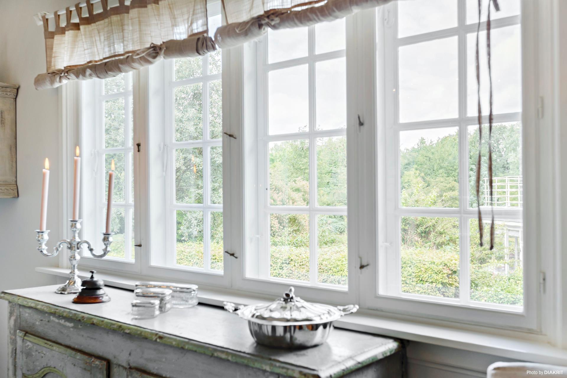 окно шторы консоль