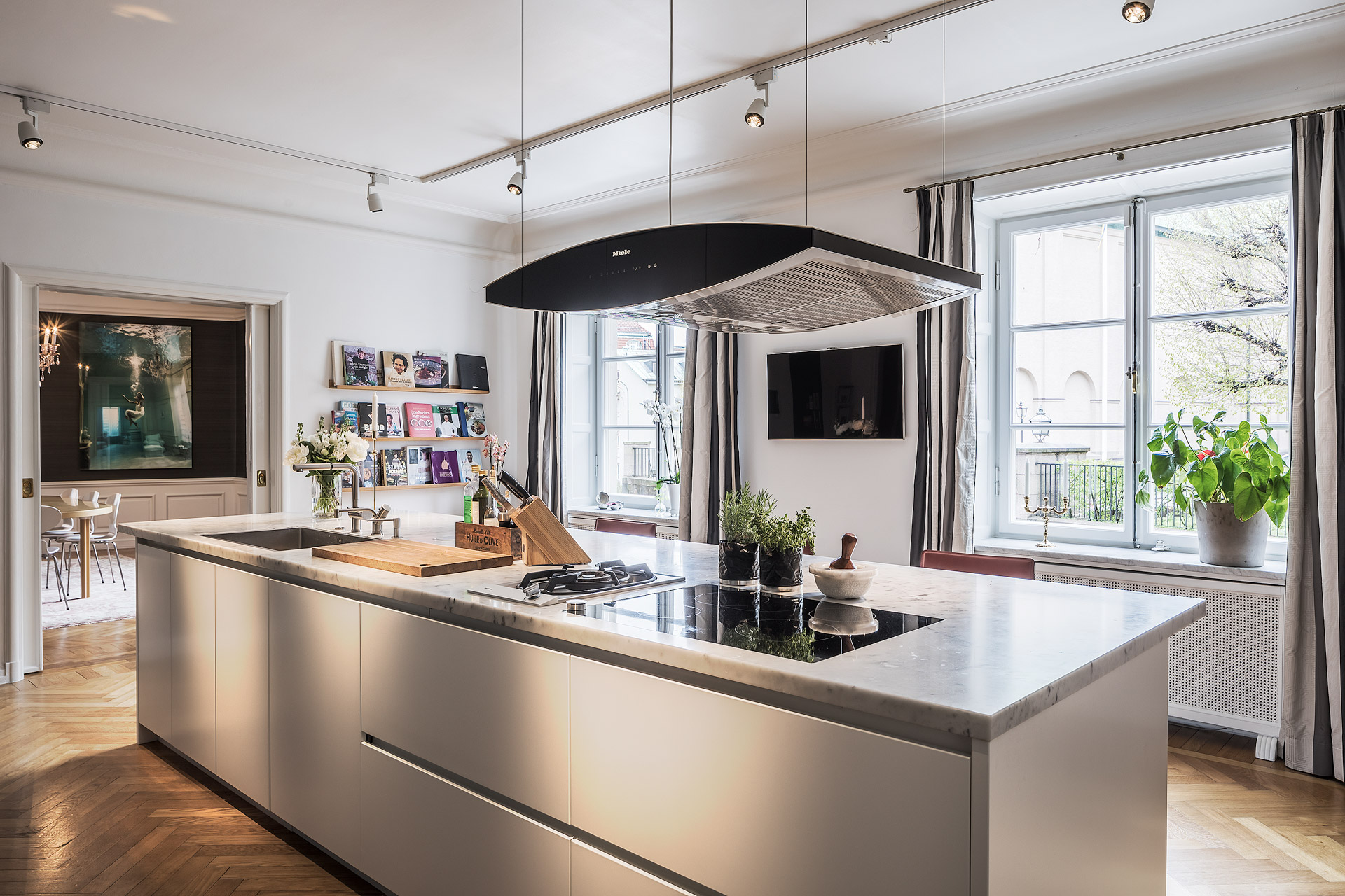 кухня кухонный остров столешница мрамор мойка смеситель плита вытяжка