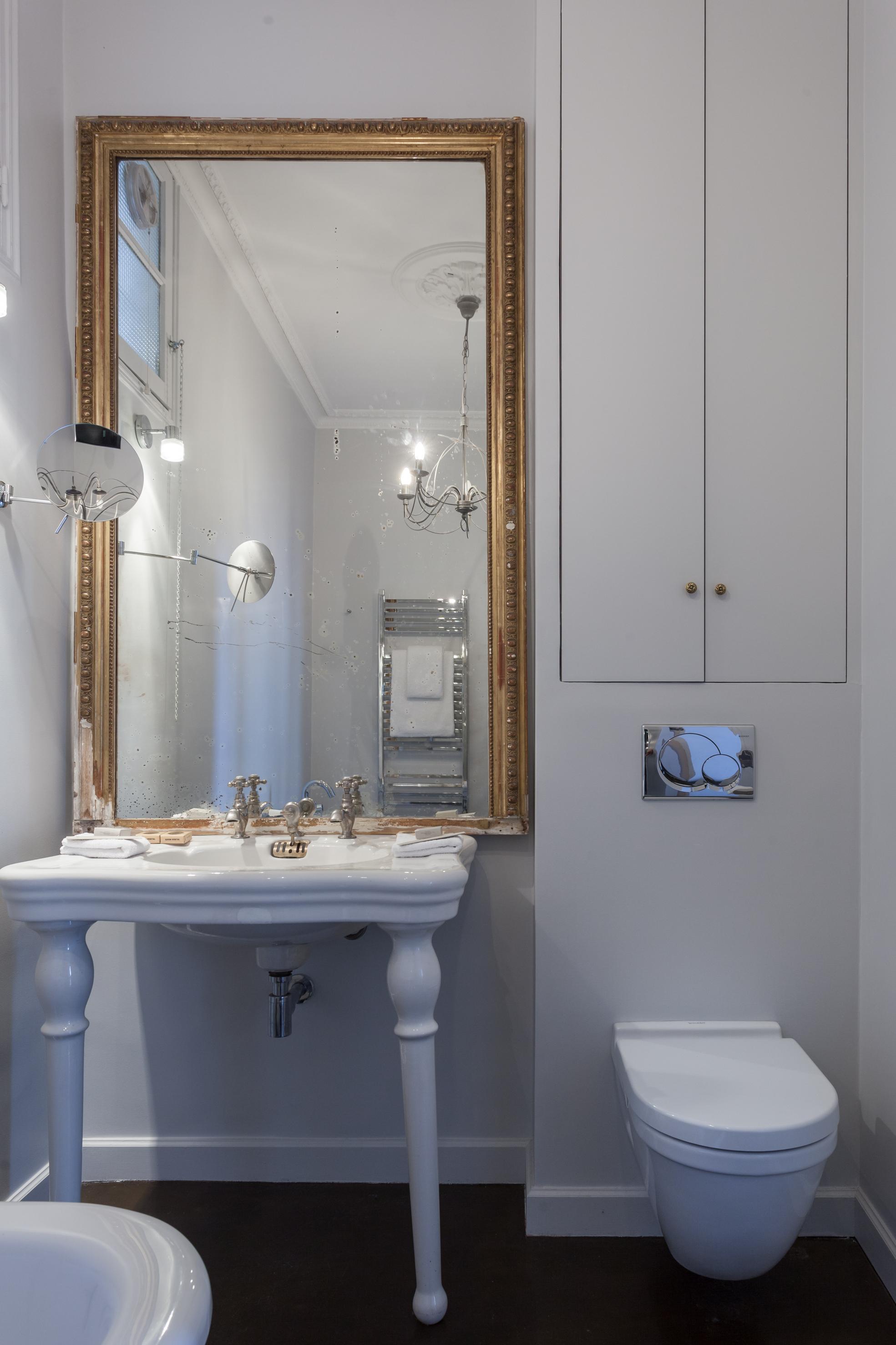 спальня санузел раковина консоль зеркало ревизионный шкафчик