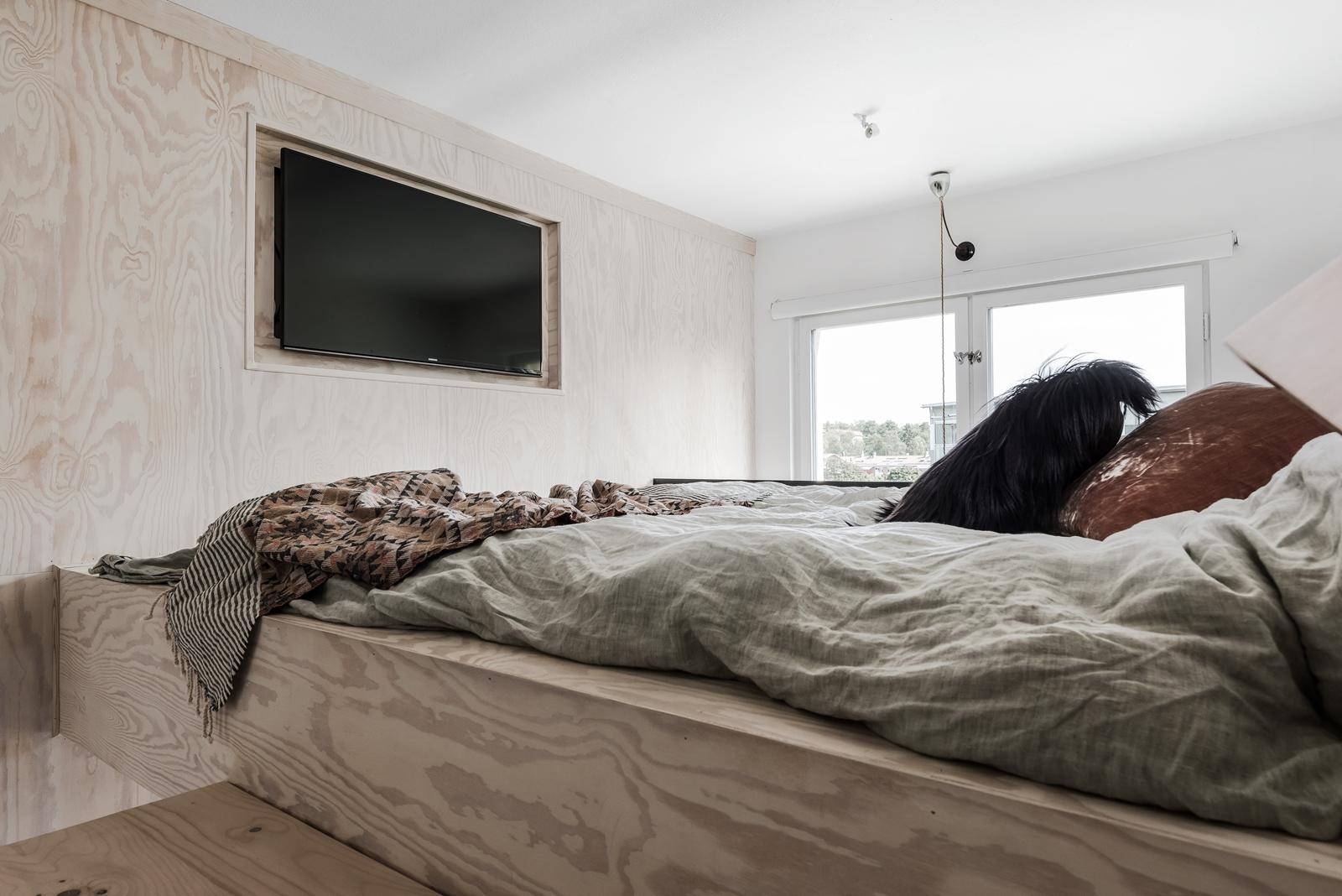 антресоли кровать телевизор