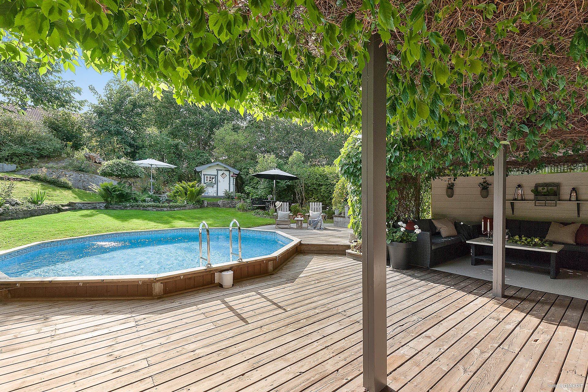 бассейн деревянный настил терраса