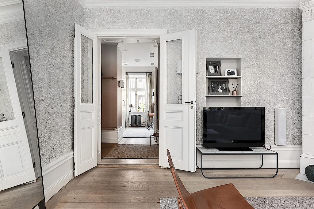 гостиная двери телевизор обои плинтус
