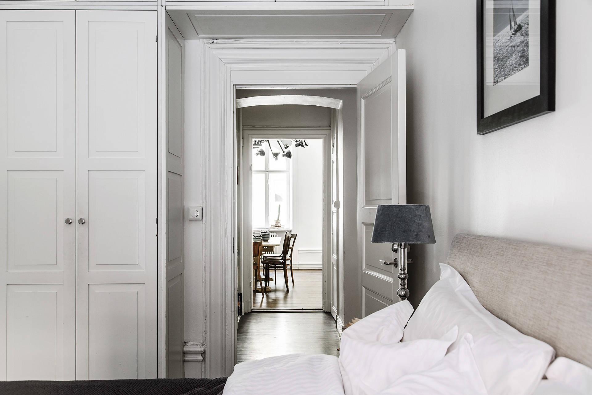 спальня кровать шкаф дверь наличники
