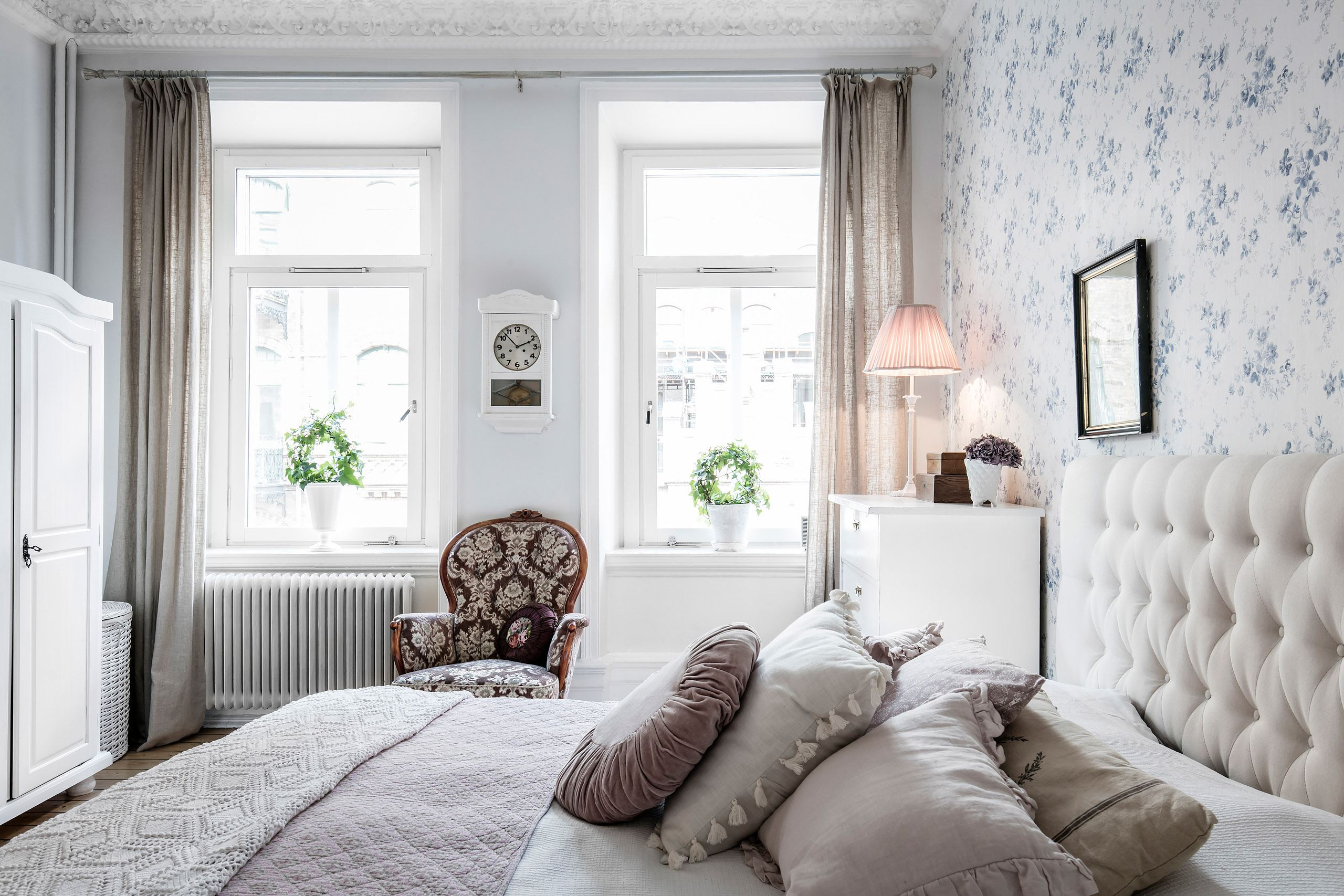 спальня кровать изголовье текстиль окно