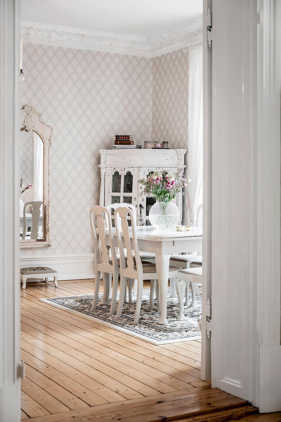 дверной проем наличники порог деревянный пол
