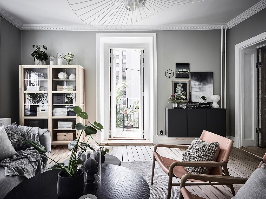 гостиная шкаф витрина комод кресло столик выход на балкон
