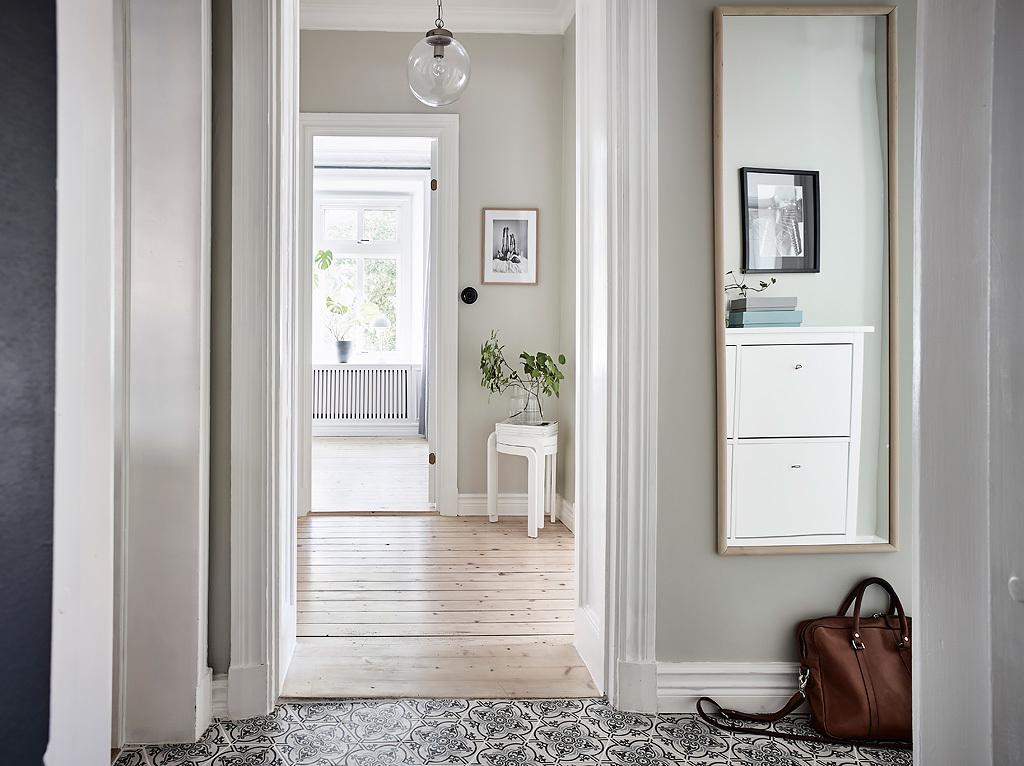 коридор зеркало напольная плитка