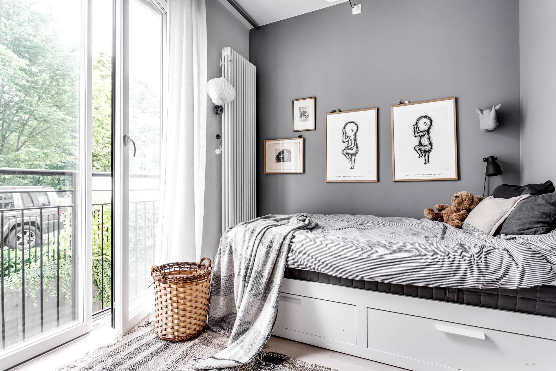 детская комната радиатор отопления кровать серые стены французские окна
