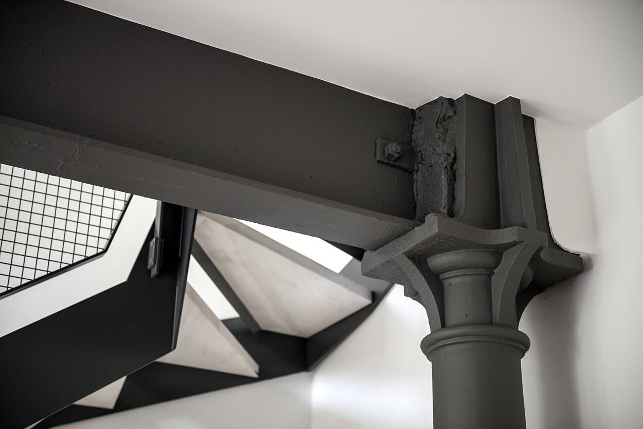 потолочная балка колонна