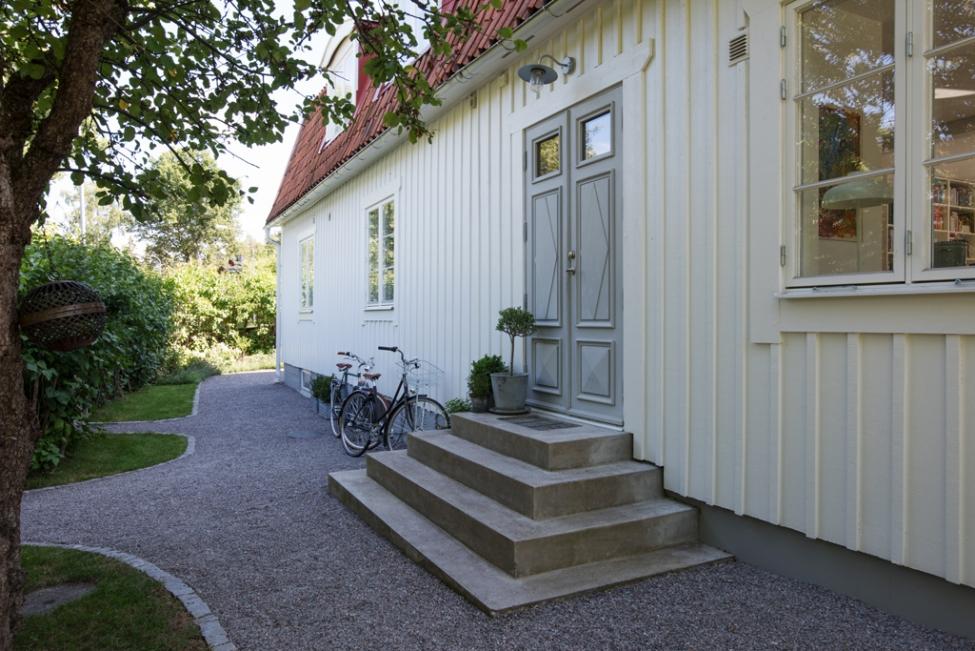 загородный дом отмостка вход ступени дверь