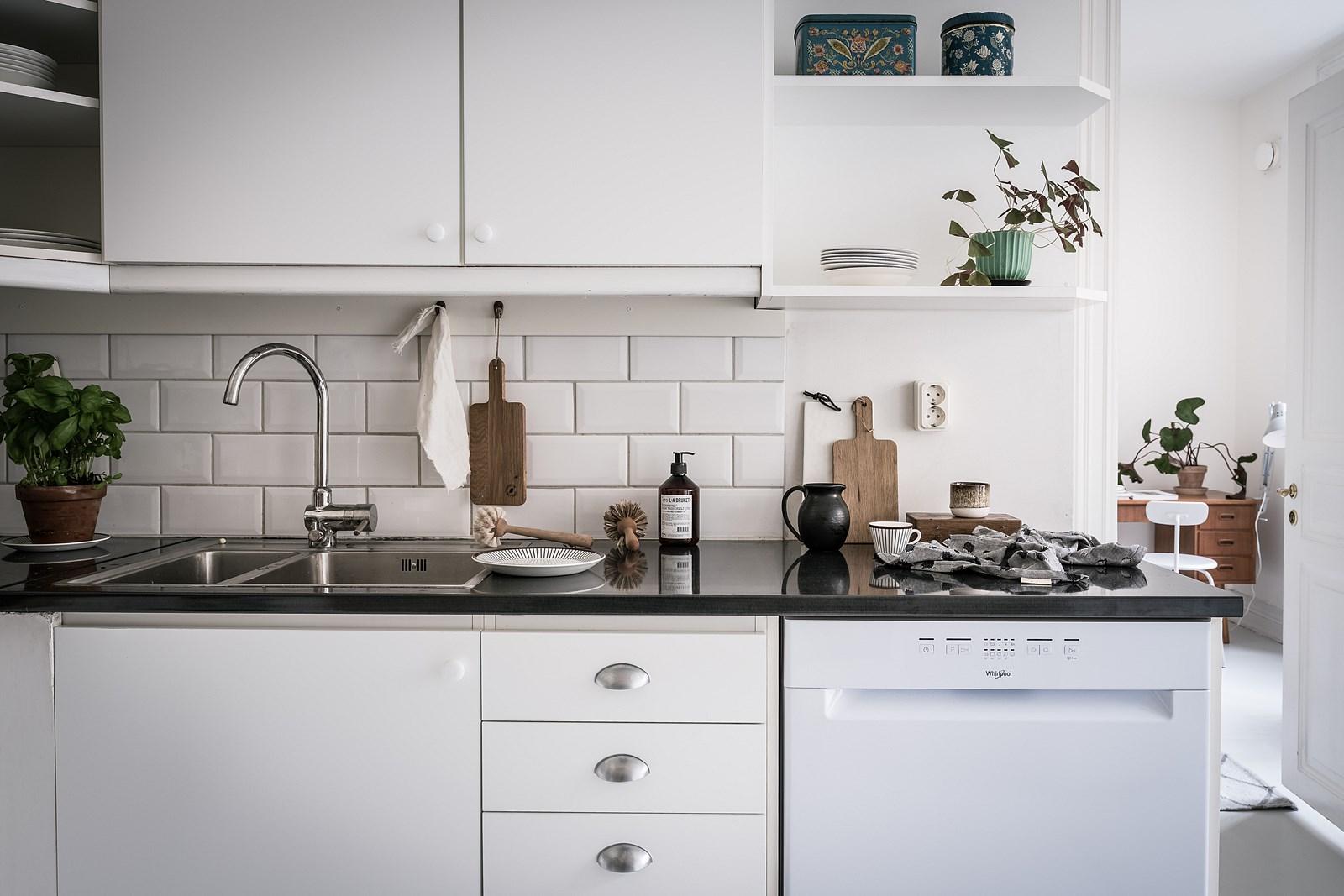 кухня столешница мойка смеситель плитка кабанчик