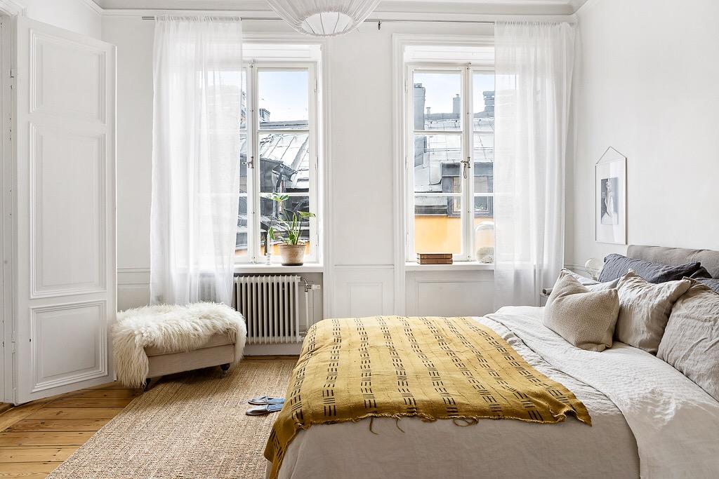 спальня кровать окно шторы