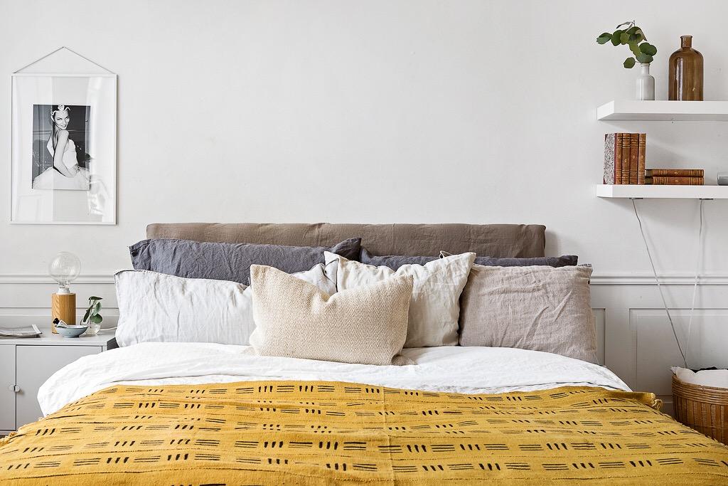 кровать изголовье подушки текстиль