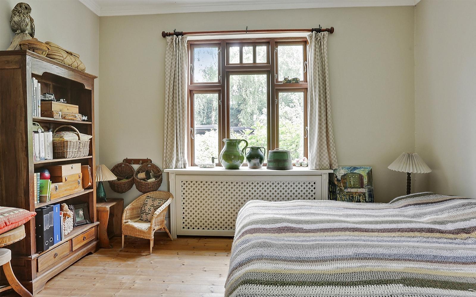 детская спальня окно форточка эсмеситель радиатора отопления