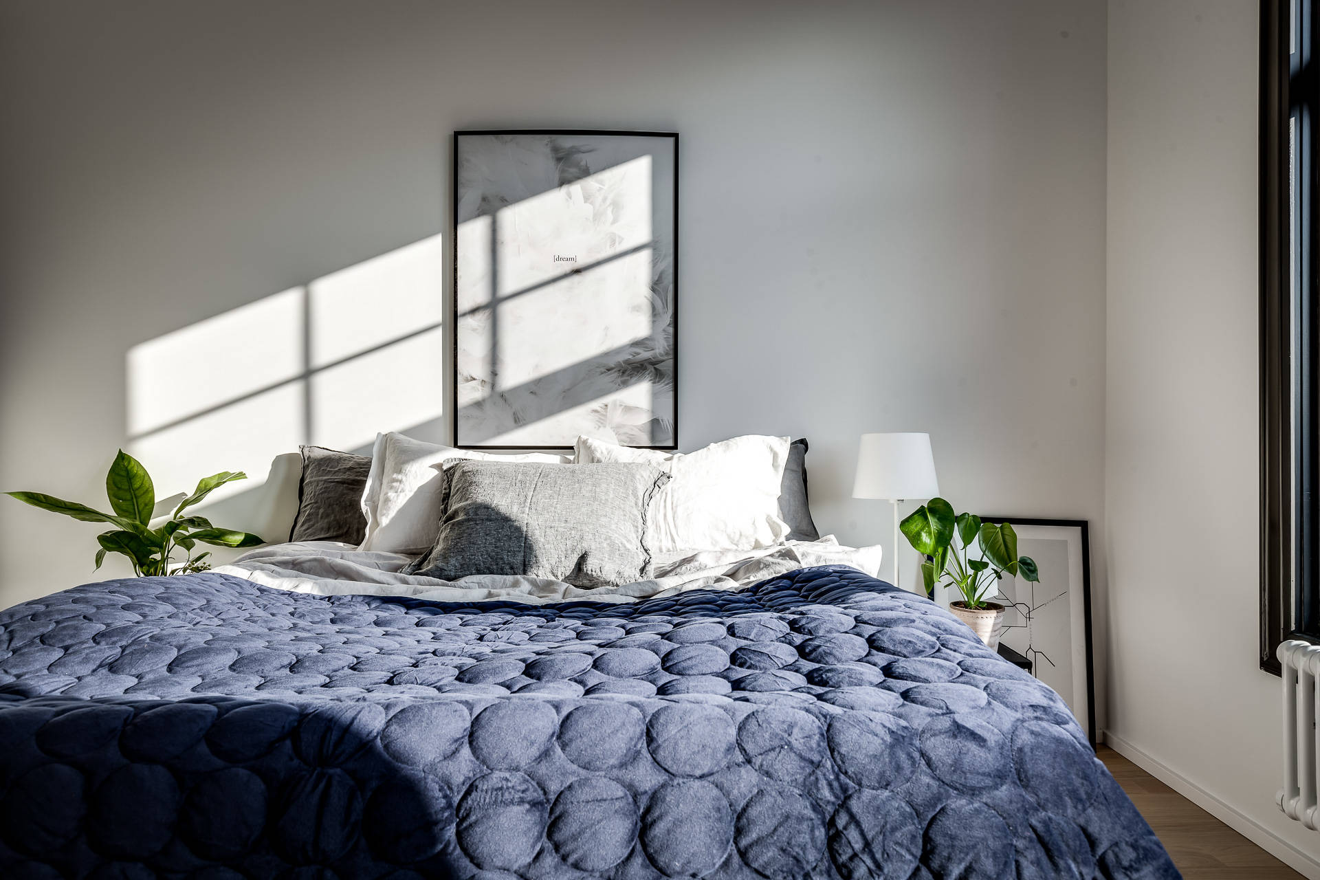 спальня кровать подушки текстиль
