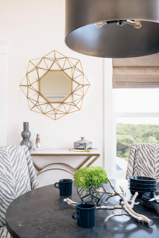 лампа над столом консоль зеркало