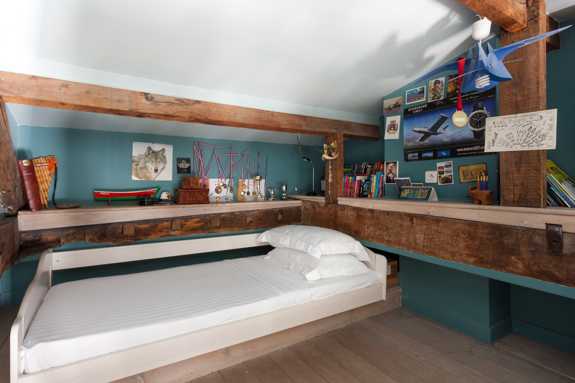 детская спальня кровать балки антресоли