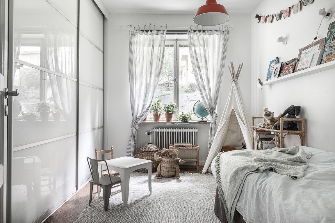 детская комната кровать текстиль окно шкаф купе вигвам корзины столик стулья tolix