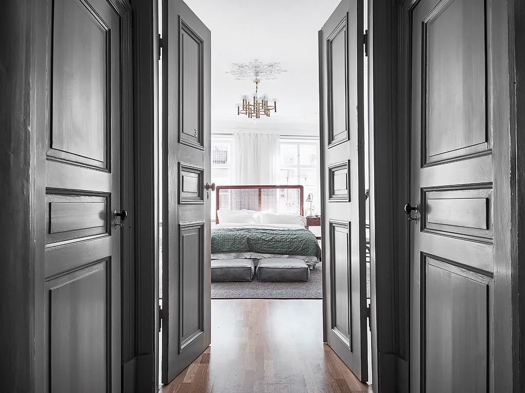распашные серые двери филёнка