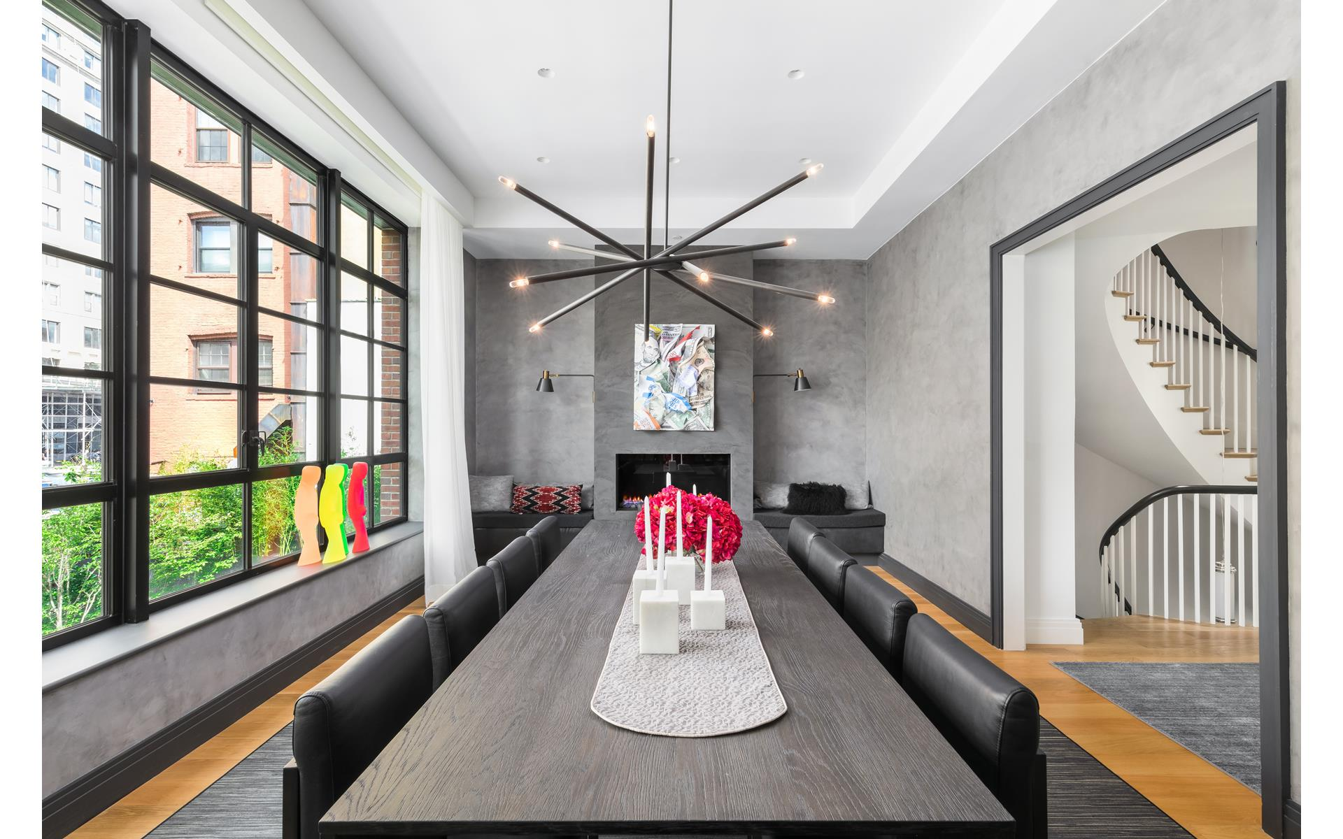 обеденный стол стулья камин панорамное остекление