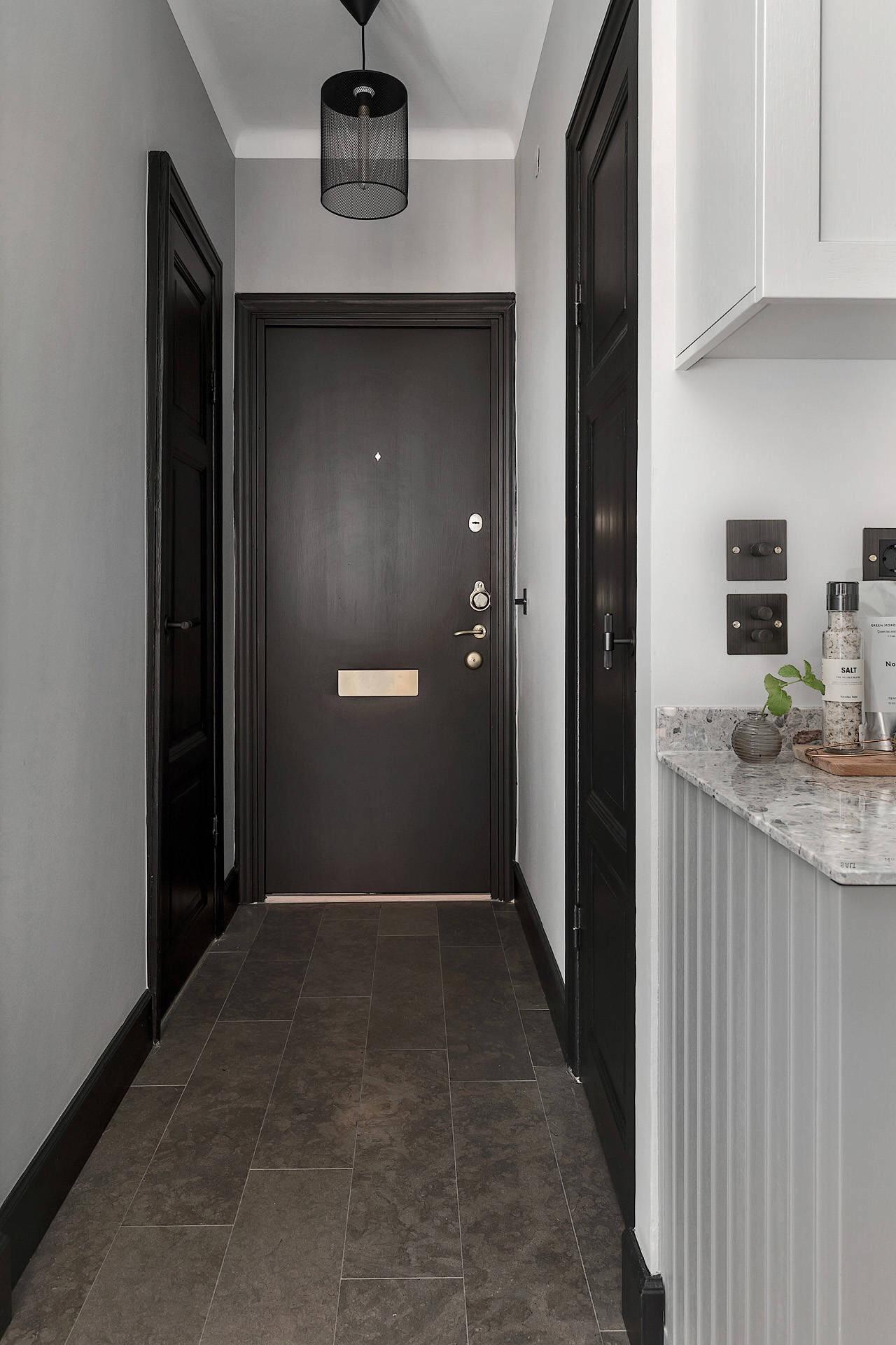 коридор напольная плитка входная дверь