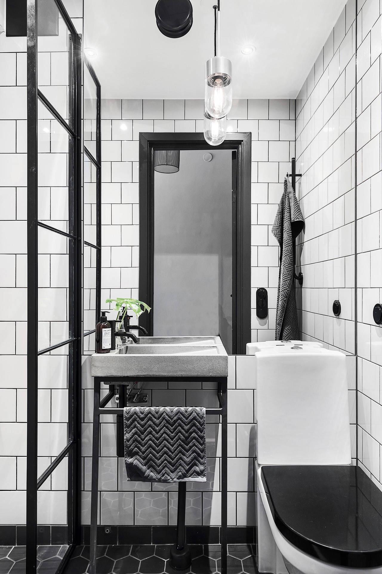 санузел раковина зеркало белая квадратная плитка стеклянная перегородка