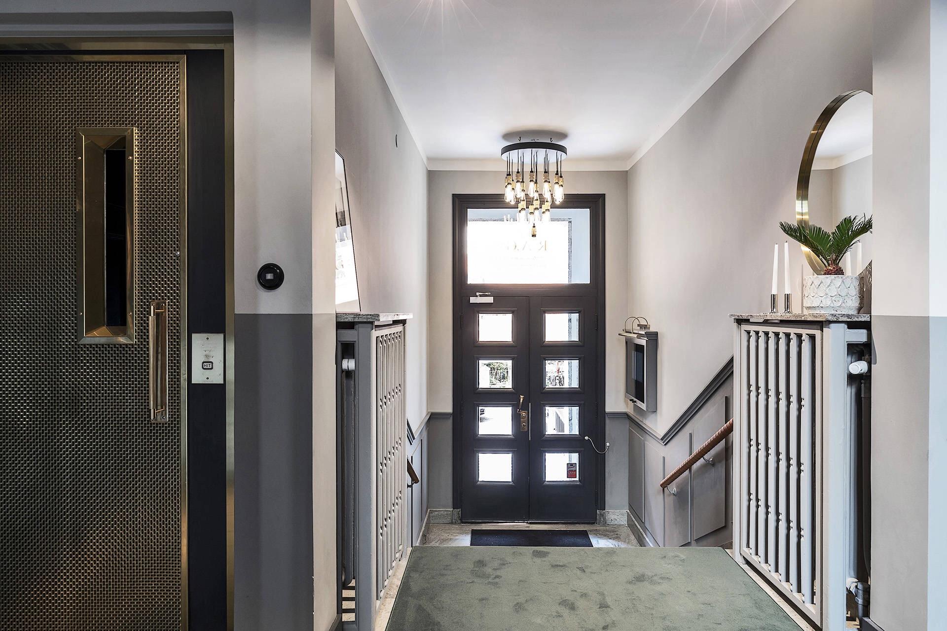 парадная подъезд входная дверь лестница