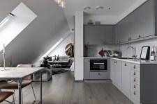 квартира студия мансарда белые стены светлый пол гостиная кухня