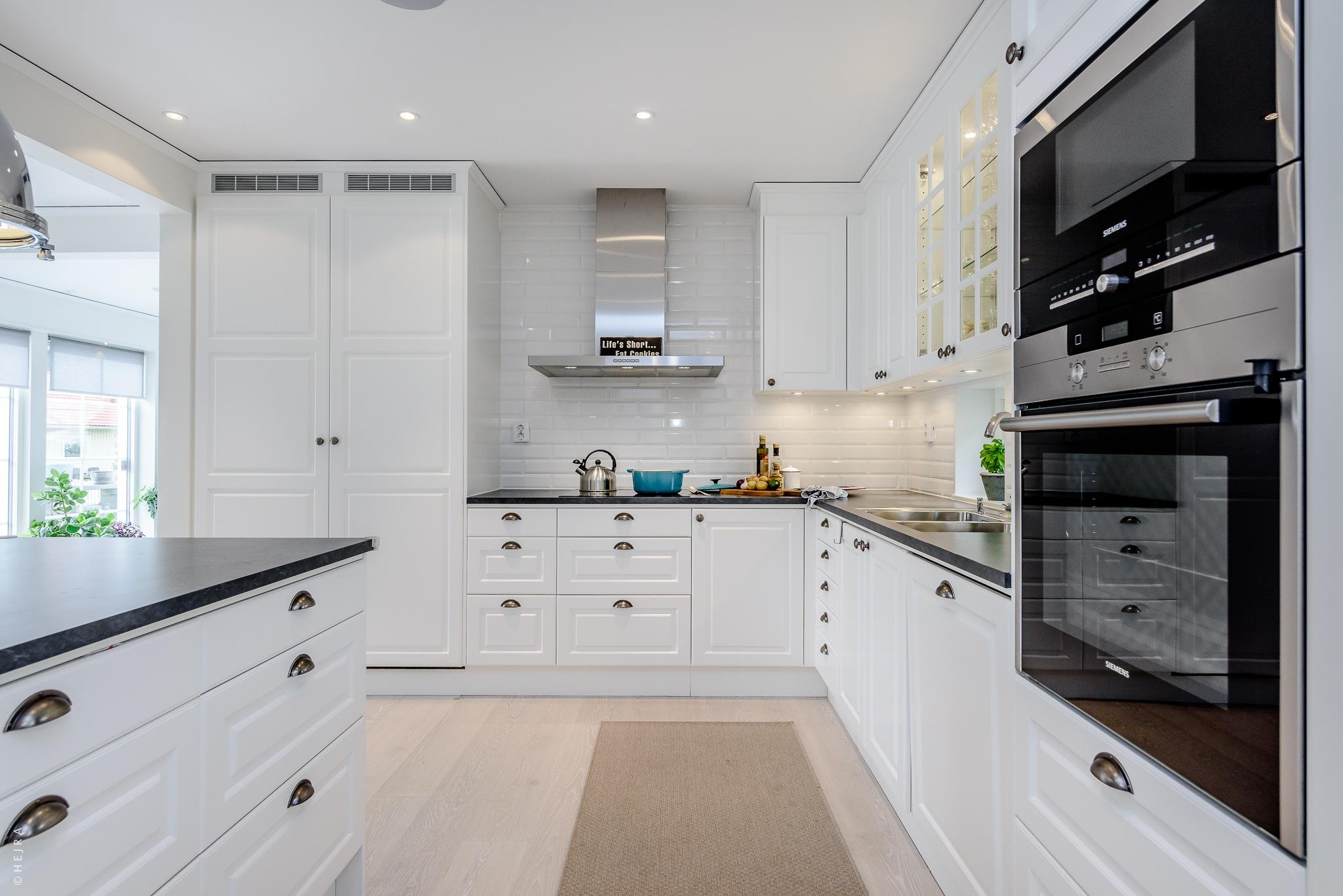 кухонный остров кухонная мебель варочная панель вытяжка встроенная духовка