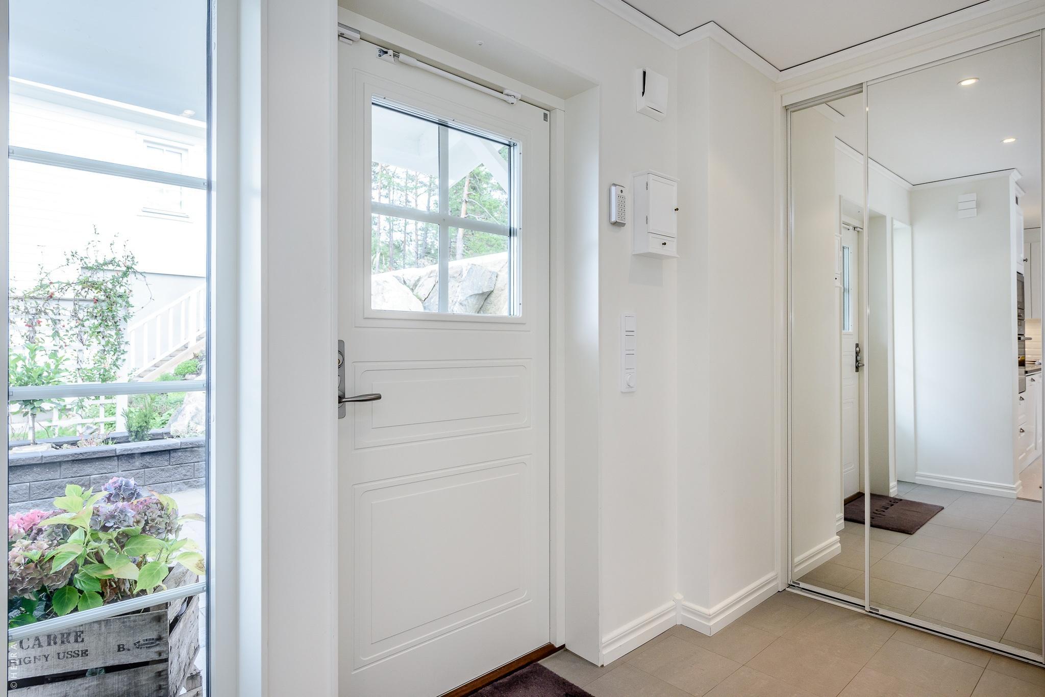 входная дверь коридор шкаф купе