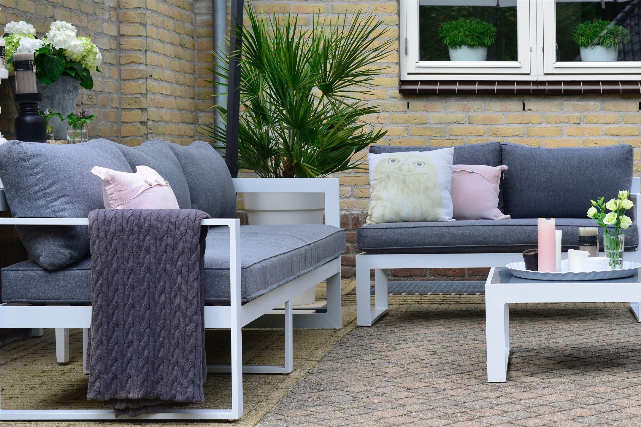 уличная садовая мебель столик подушки комнатное дерево