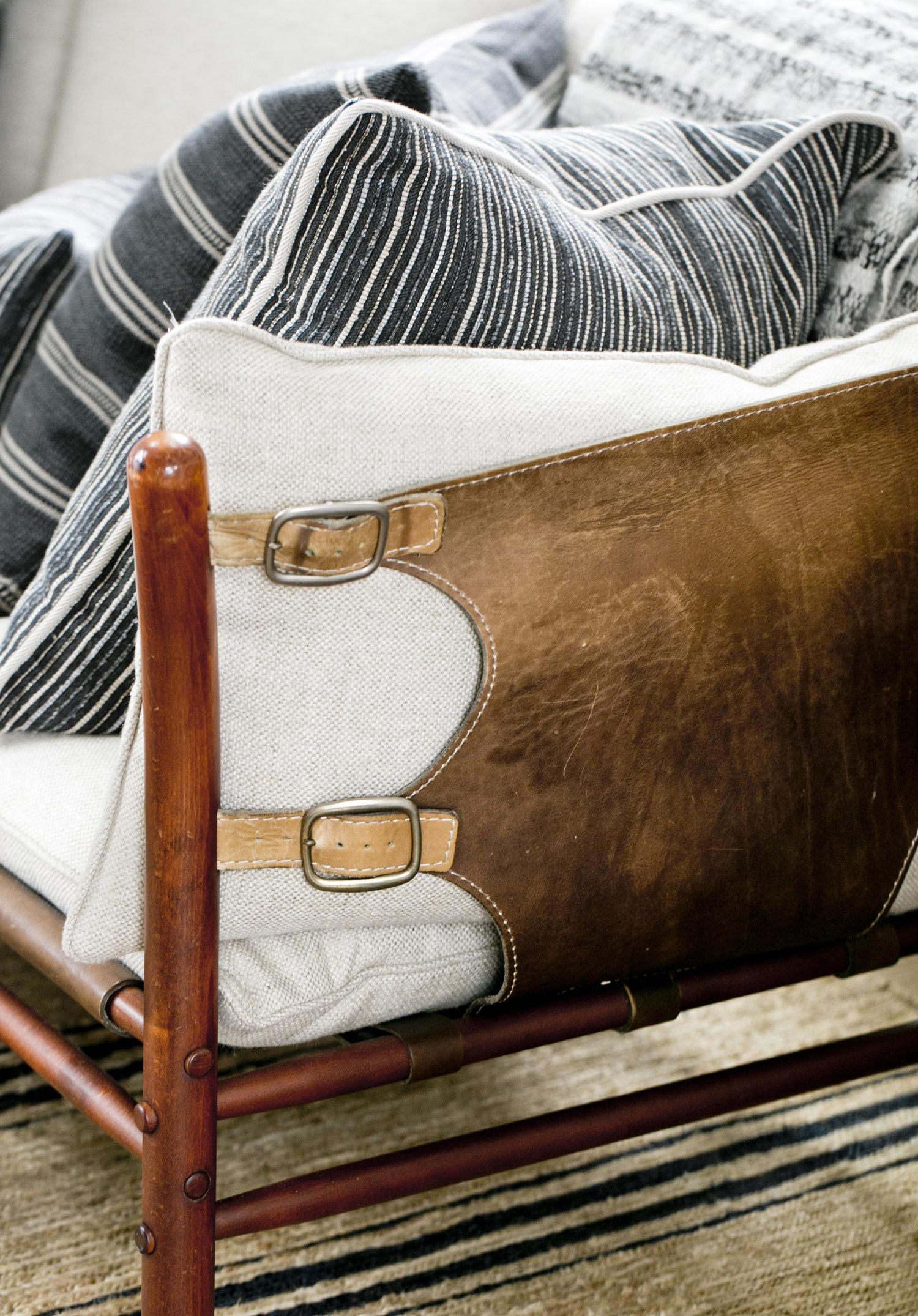 кожаный диван ремни подушки